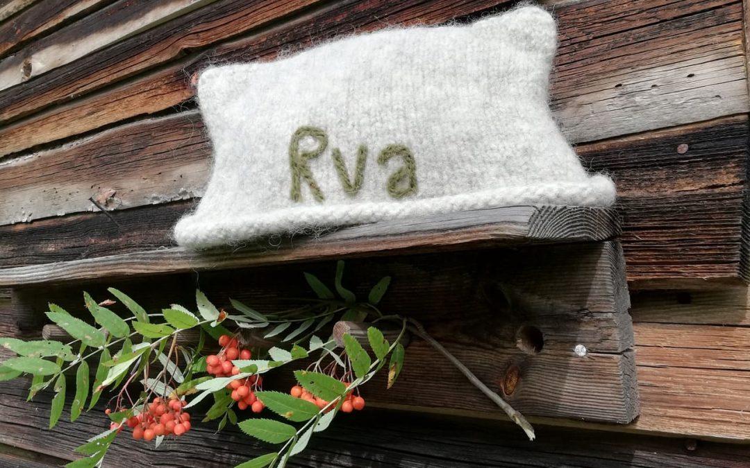 Esittelyssä uudet saunahattumallit syksyyn ja syyspuuhia pientilallamme